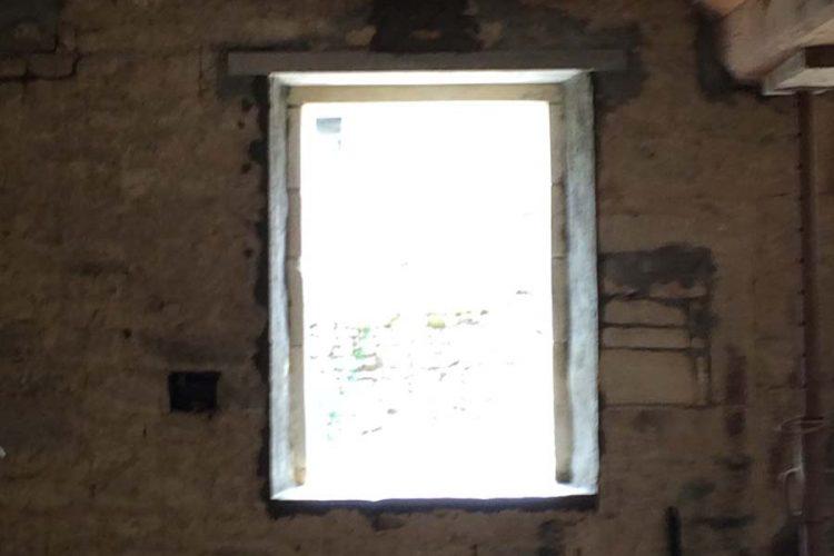 ouverture avec jambage pierre vue interieur